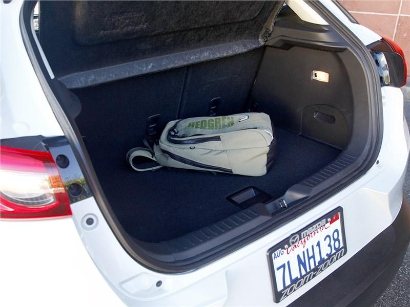 Mazda CX-3 2015 багажное отделение