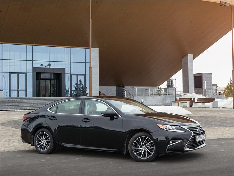 Lexus ES 2016 вид сбоку