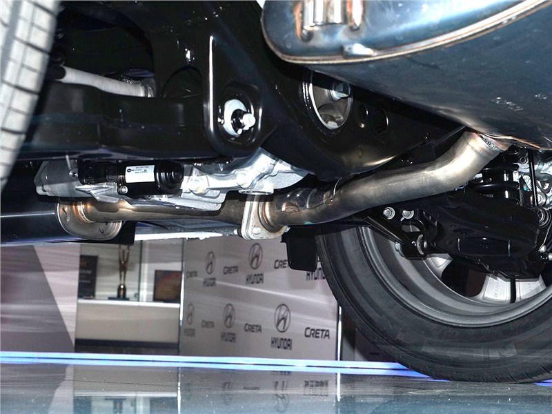 Hyundai Creta 2016 взгляд снизу