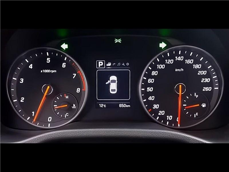 Hyundai Elantra Sport 2017 приборная панель