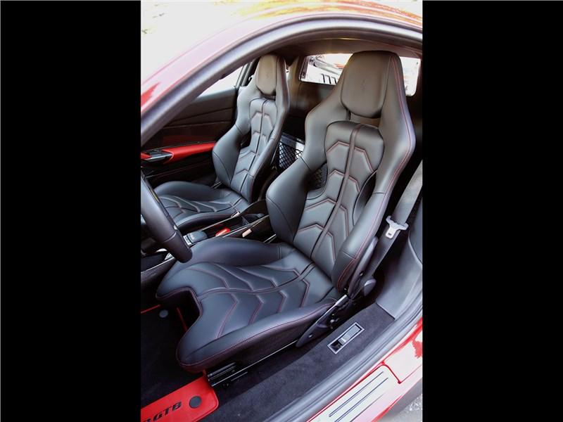 Ferrari 488 GTB 2016 кресла