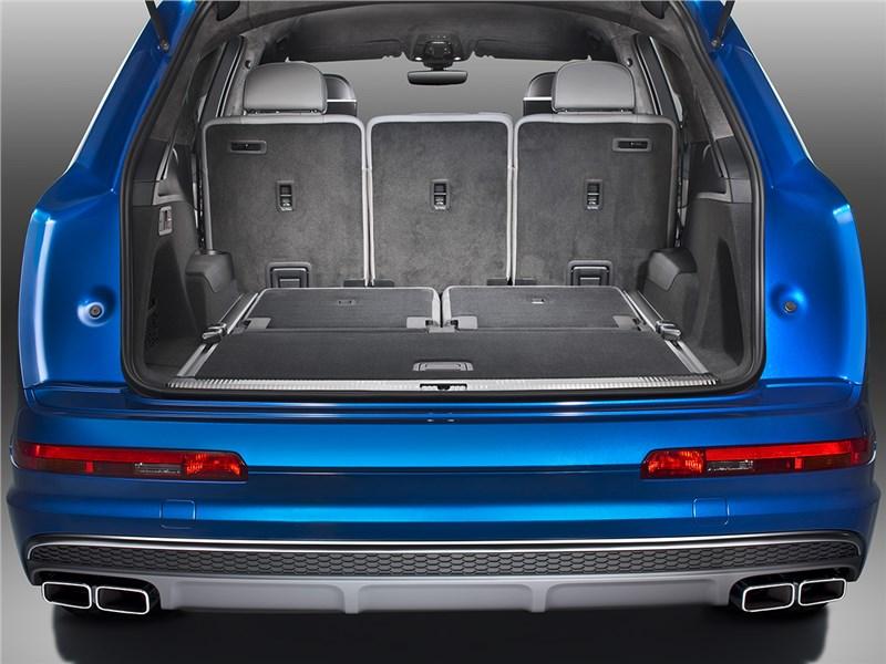 Audi SQ7 TDI 2017 багажное отделение