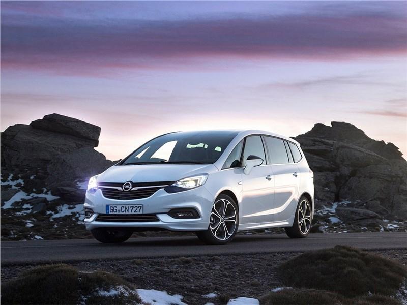 Opel Zafira 2017 в горах