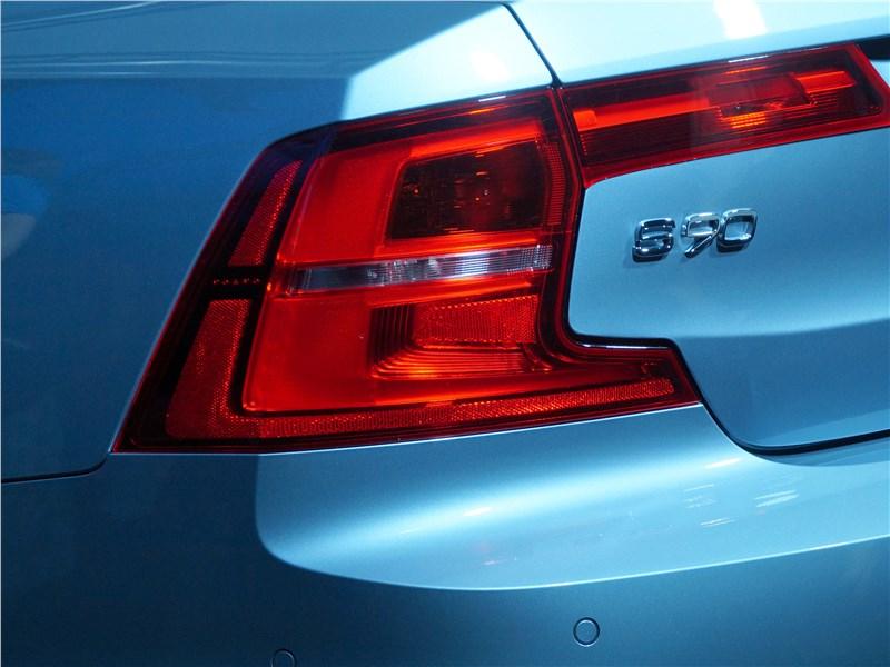 Volvo S90 2016 задний фонарь