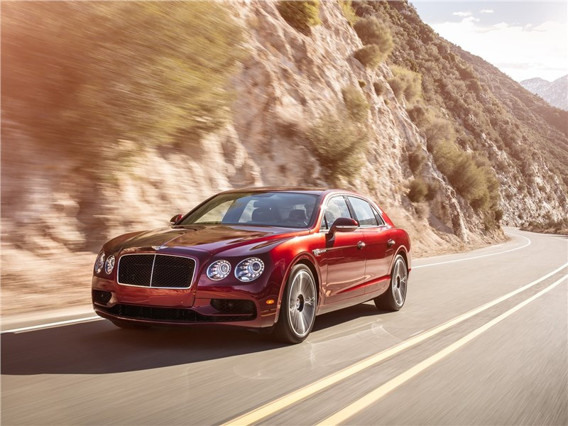 Bentley Flying Spur V8 S 2017 вид спереди