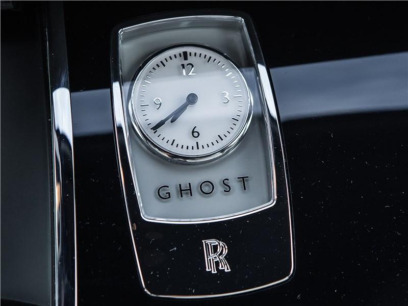 Rolls-Royce Ghost 2015 часы