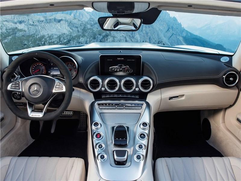Mercedes-AMG GT C Roadster 2017 салон