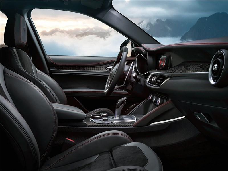 Alfa Romeo Stelvio 2017 передние кресла