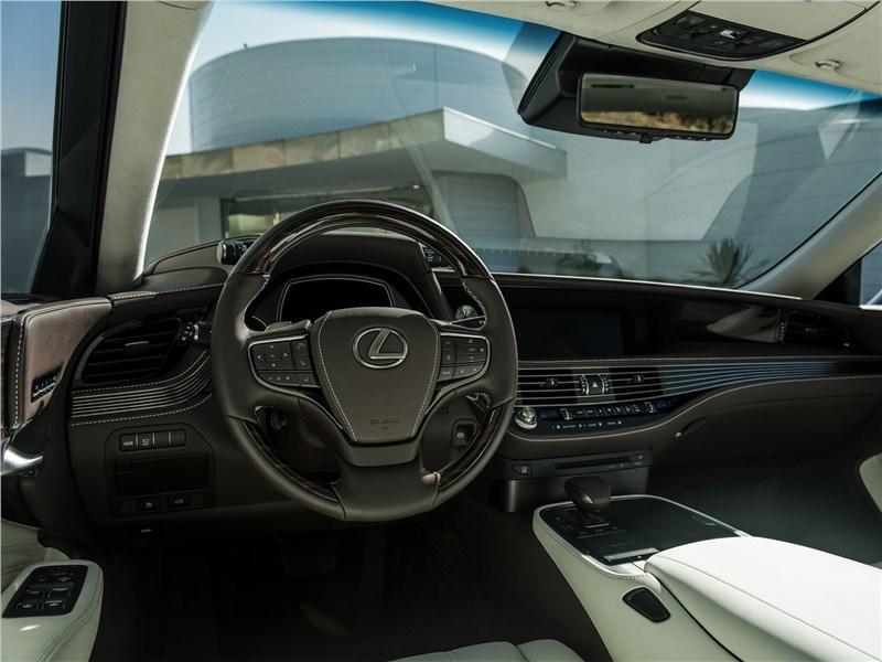 Lexus LS500 2017 водительское место