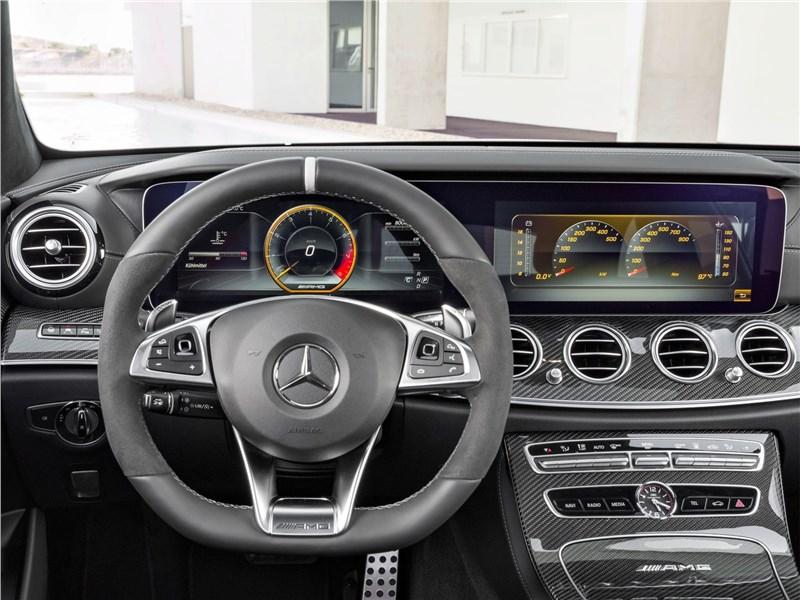 Mercedes-Benz E63 S AMG Estate 2018 водительское место