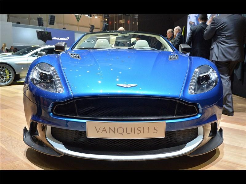 Aston Martin Vanquish S Volante 2017 вид спереди