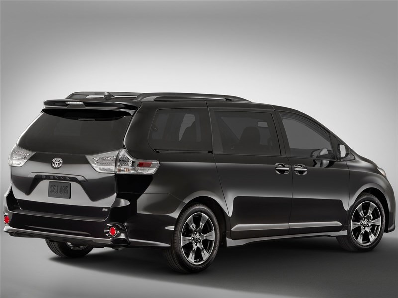 Toyota Sienna 2018 вид сзади