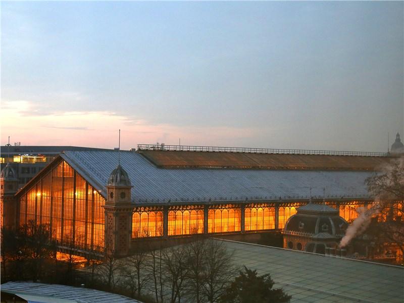 Здание вокзала Ньюгати в Будапеште построено к 1877 году компанией Eiffel & Cie под контролем Гюстава Эйфеля