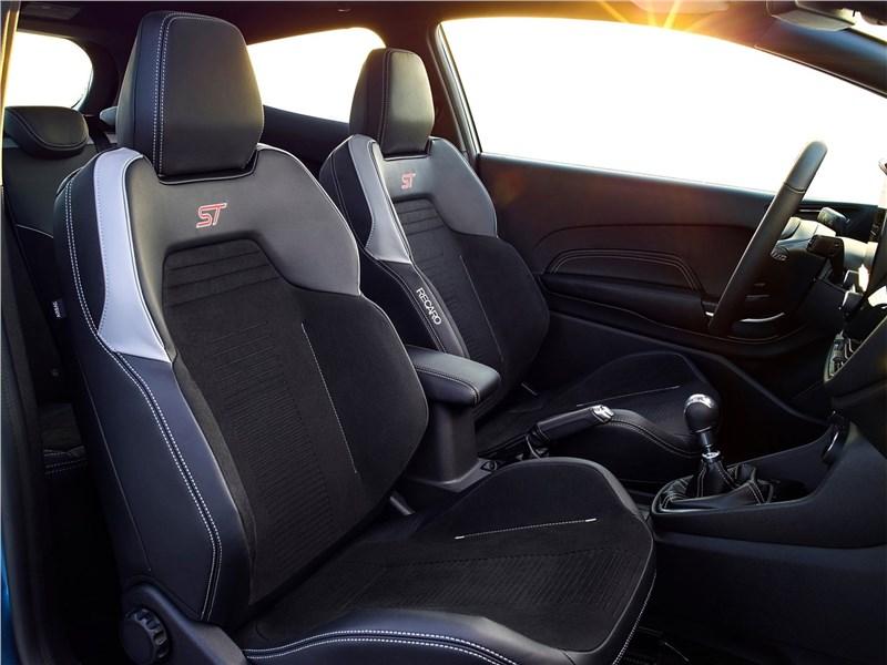 Ford Fiesta ST 2018 передние кресла