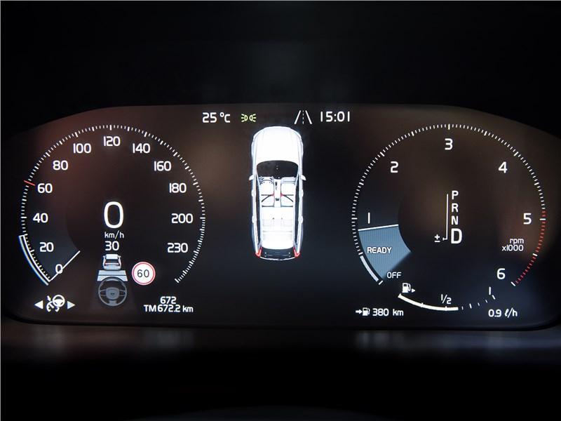 Volvo V90 Cross Country 2017 приборная панель
