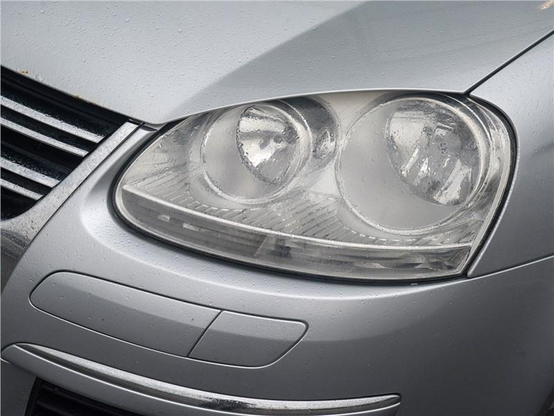 Volkswagen Jetta 2008 передняя фара