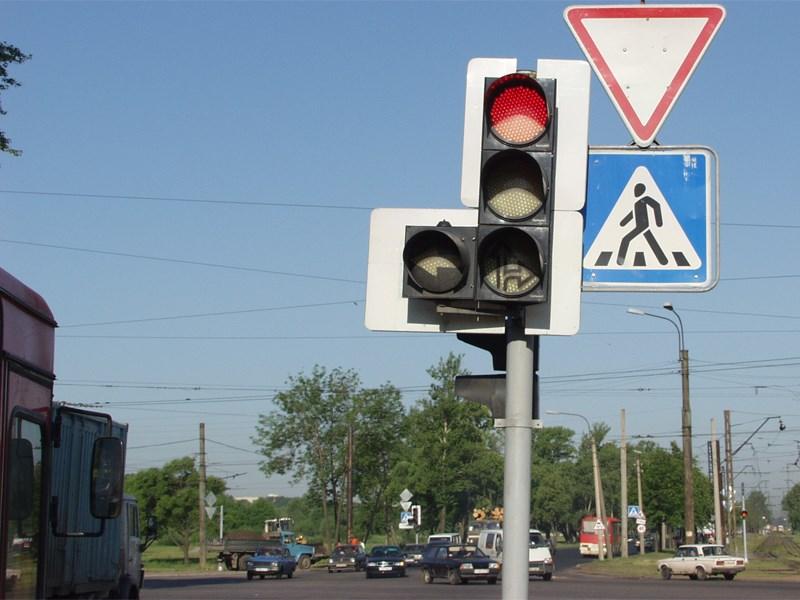 ГИБДД хочет разрешить поворот направо при красном свете