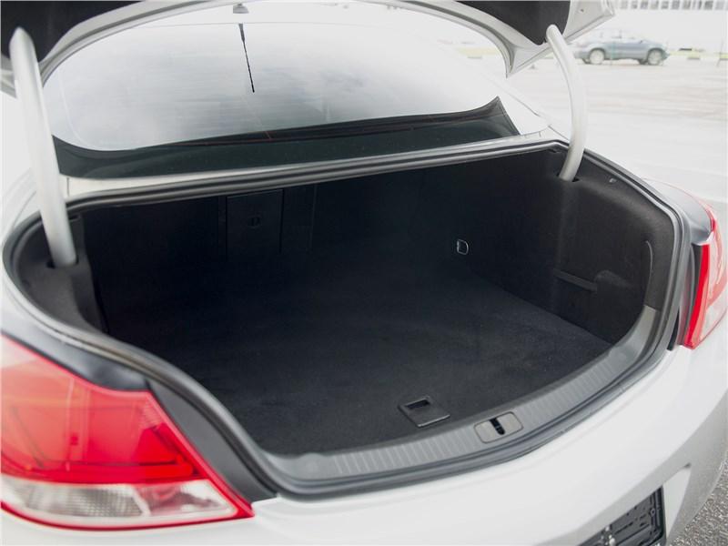 Opel Insignia 2009 багажное отделение