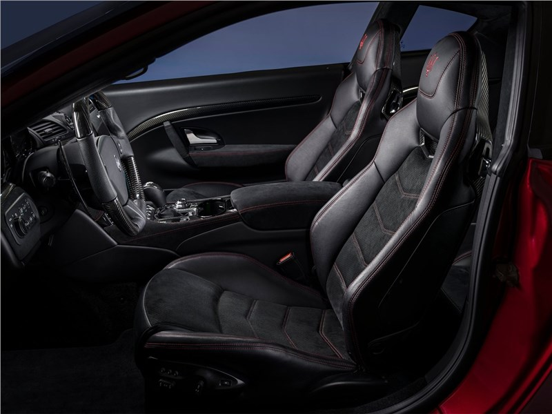 Maserati GranTurismo 2018 передние кресла