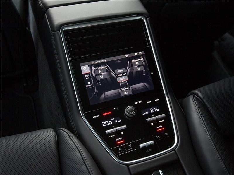Porsche Panamera Sport Turismo 2018 центральная консоль