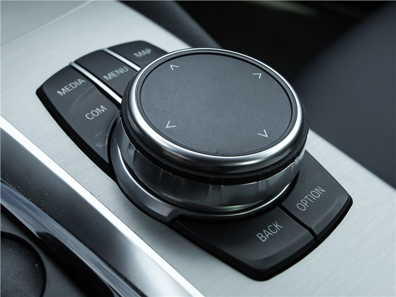 BMW 520d xDrive 2017 управление аудиосистемой