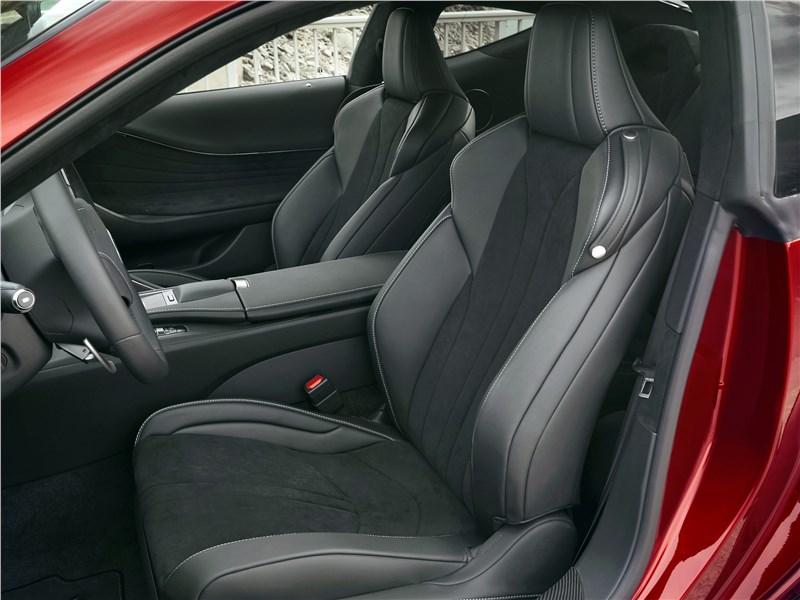 Lexus LC500 2017 кресла