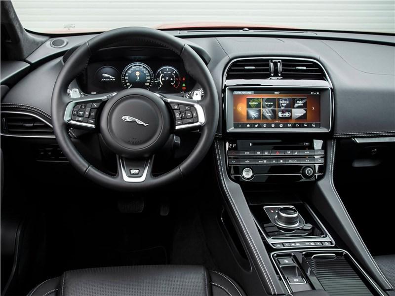 Jaguar F-Pace 2018 салон