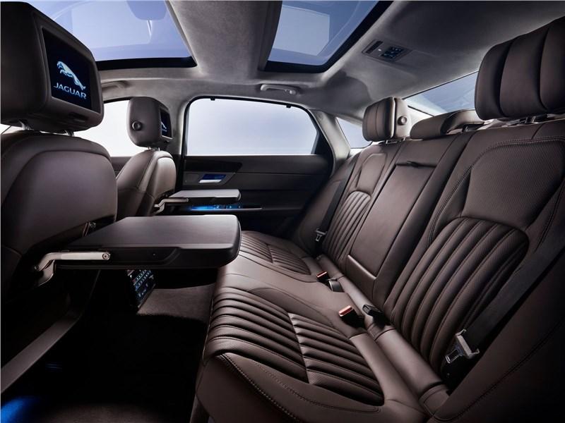 Jaguar XFL 2017 задний диван