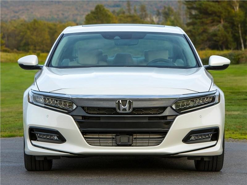 Honda Accord 2018 вид спереди