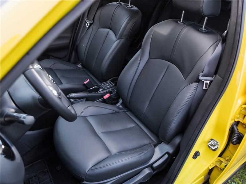 Nissan Juke 2017 передние кресла