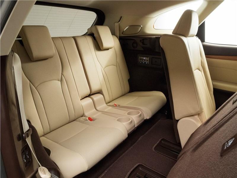 Lexus RX L 2018 третий ряд
