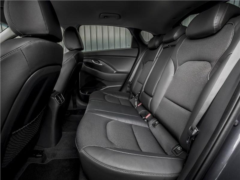 Hyundai i30 Fastback 2017 задний диван
