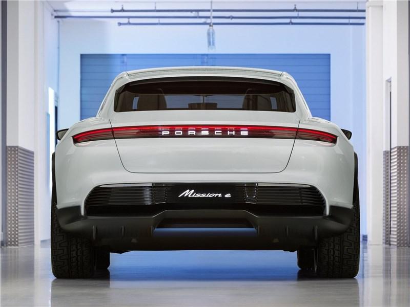 Porsche Mission E Cross Turismo Concept 2018 вид сзади
