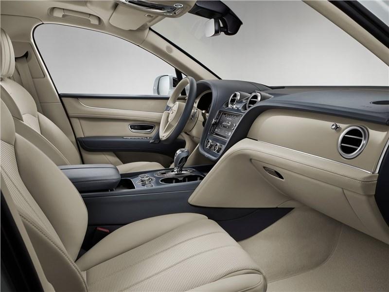 Bentley Bentayga Hybrid 2019 передние кресла