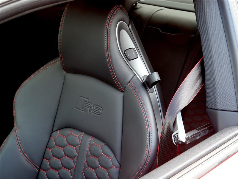 Audi RS5 2018 переднее кресло