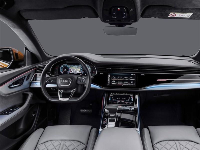 Audi Q8 2019 водительское место