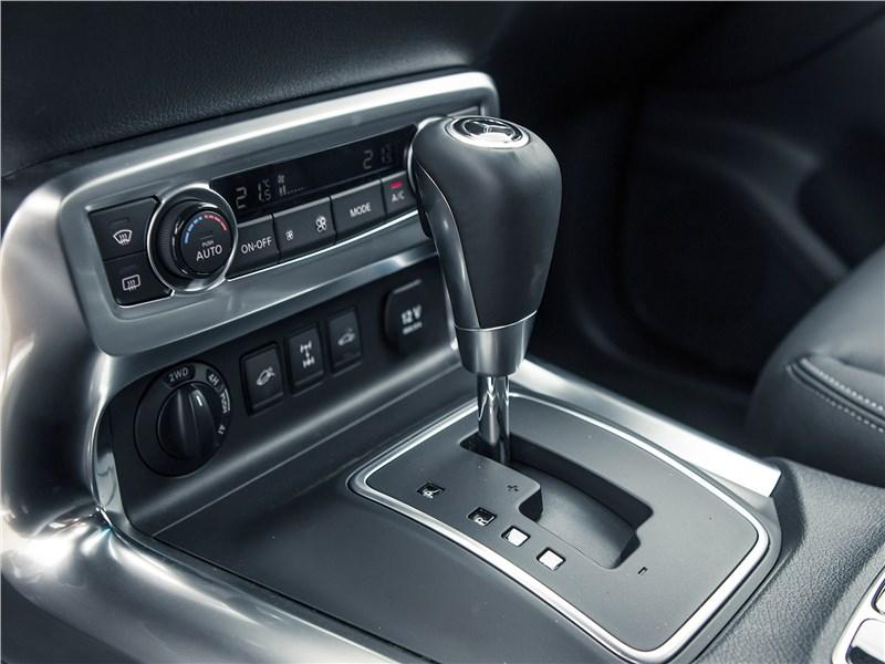 Mercedes-Benz X-Class 2018 центральная консоль