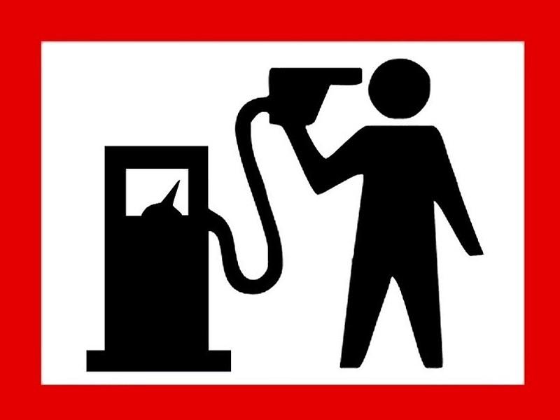 В Питере прошел автопробег против роста цен на топливо