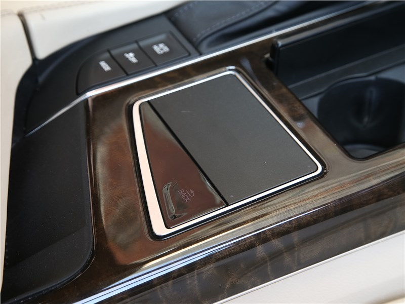 Cadillac CT6 2017 тачпад