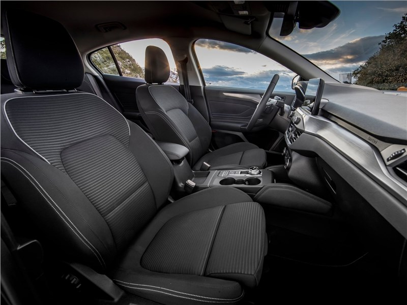 Ford Focus 2019 передние кресла