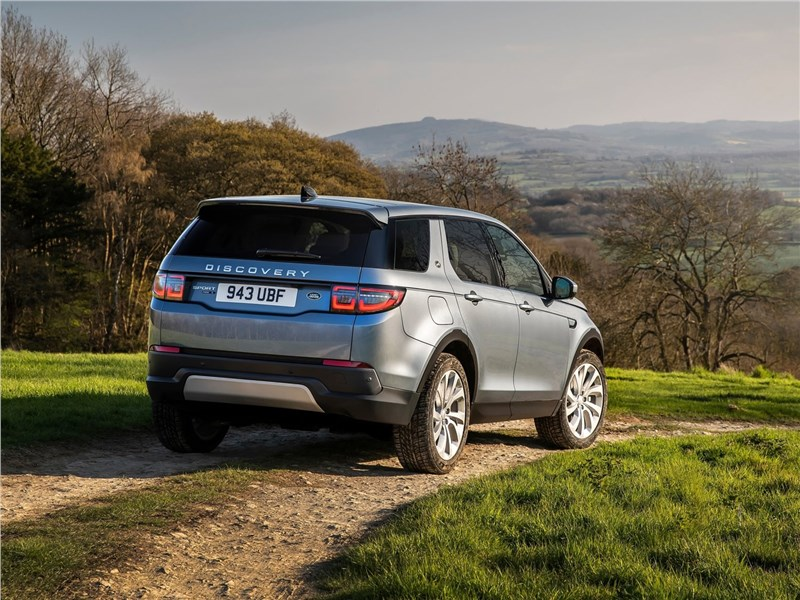 Land Rover Discovery Sport 2020 вид сзади