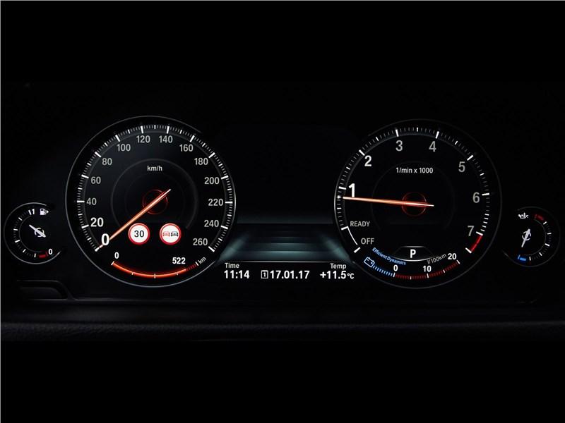 BMW 4-Series Coupe 2018 приборная панель