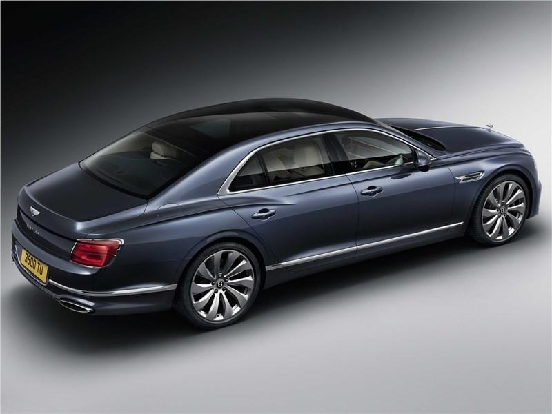 Bentley Flying Spur 2020 вид сзади