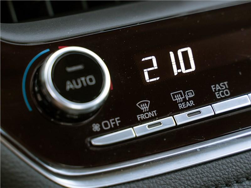 Toyota Corolla 2019 управление климатом