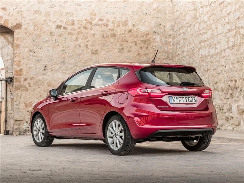 Ford Fiesta 2017 вид сзади
