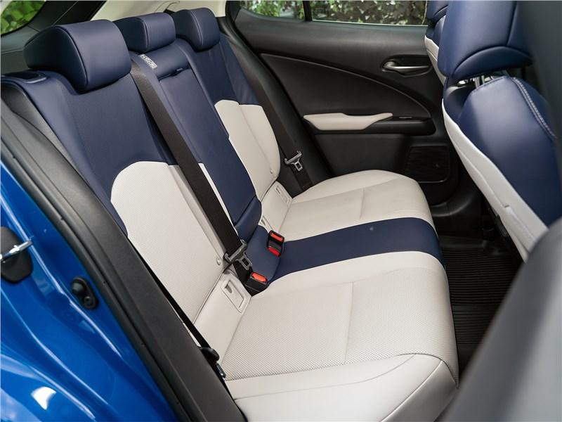 Lexus UX 200 2019 задний диван