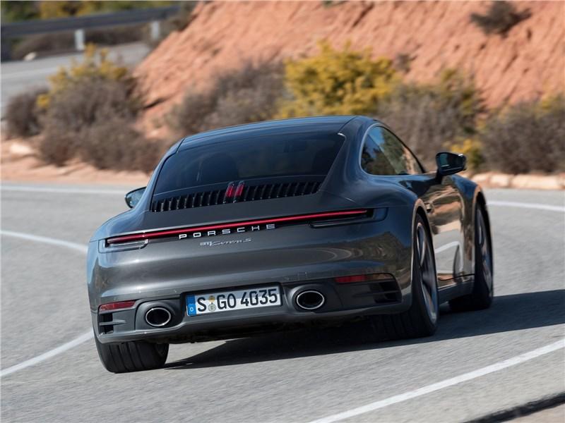 Porsche 911 Carrera 2019 вид сзади