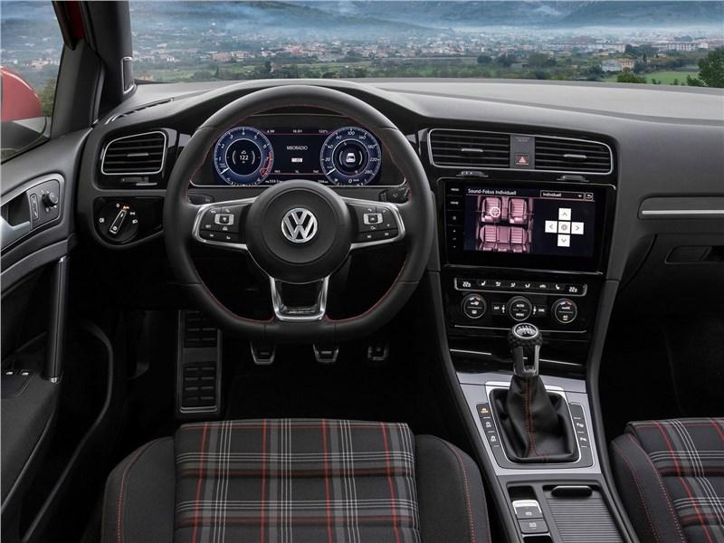 Volkswagen Golf GTI 2017 салон