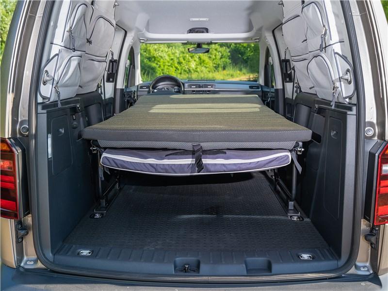 Volkswagen Caddy Beach 2016 двуспальная кровать