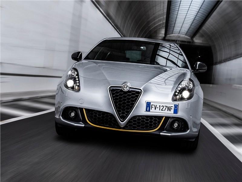 Alfa Romeo Giulietta 2019 вид спереди